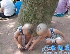 看高手妈妈如何区分双胞胎宝宝。