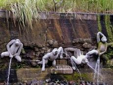这雕塑也太喜剧化了