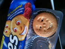 这饼干表情不对呀