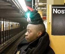 这是发型还是帽子啊