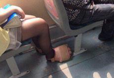 妹子你的鞋吓到我了