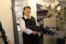 先生,麻烦你好好放行李