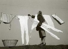 据说东北的家庭主妇冬天也是这样收衣服的