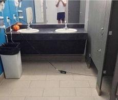 厕所里的工作狂,老板,我在加班中!