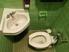 呃,这是要我边拉边洗手吗?