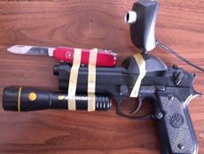 刚在黑市花了2W买了把枪,枪贩子说这枪很吊……