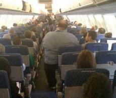飞机上的一幕:长太胖了伤不起啊~