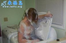 看MM是怎么洗澡的