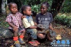 非洲小孩也养宠物的